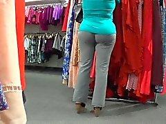 gri pantolon şehvetli bebek mağaza Jiggling yürür