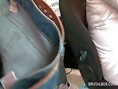 Bus amateur hottie riding cock krijgt facialized