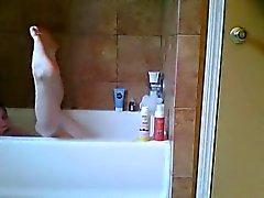 Niedliche Cam Girl Anzahl Duschen und masturbiert