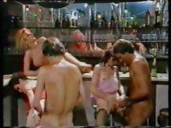 Cafe verwandelt sich in ein bumsen Party um in der Retro Film diese Girls bekommen vernagelt