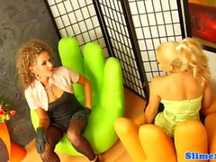 Glamour lesbian straponfucked und cumcovered