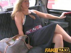 FakeTaxi Oklippt sugen stort boobed MILF jävligt sin taxichauffören