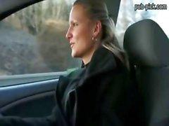 Blonden Sexbombe auf Parkplatz gefickt