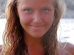 J15 giovane nuda in posa cinque - Bionda sulla spiaggia