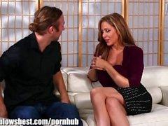 MommyBB Julia Ann ist Single! Sie sucht nach einem jüngeren männlichen!