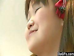 Giovane e teenager della Asian Scoprire suo corpo