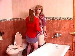 A içinde tuvalet Mature yalama pussy