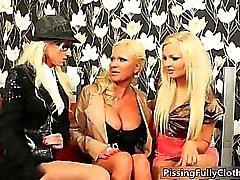 Трое неприятные ИФОМ возбудиться на диване п. 5