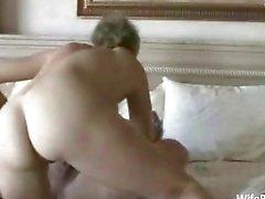 Äldre amatör par har sex i hemmet