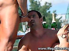 Di bisessuale Cerca Cumshot Porno un'orgia gruppi