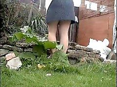 Espionaje a mi madre trabajo en el jardín de . Ella no llevar ropa interior