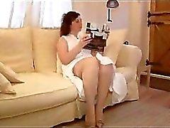 Busty rijpe milf panty tease en striptease