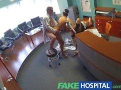 FakeHospital sjuksköterskan ansluter doktorer trekant för första gången