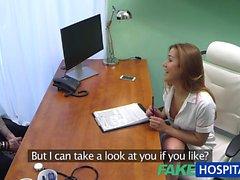 FakeHospital Nurse fait baiser par le malade