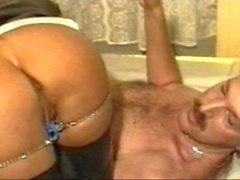 Traudl Caff : Una puttana perfetta deve avere un'esperienza d'oro doccia