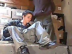 Nya uppstickare Shawn Cage och Blairs Ice att upptäcka en privat