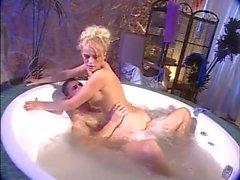 Sandra russo follando en la ducha anal