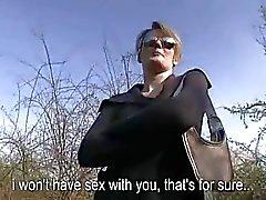 Söt chick Meggie Vera ansiktsbehandling i offentliga