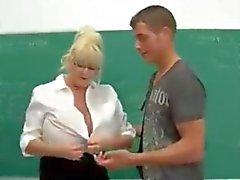 Birincisi bir öğretmen