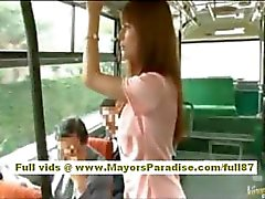 Rio Aziatische tiener babe krijgt haar harige kutje streelde op de bus