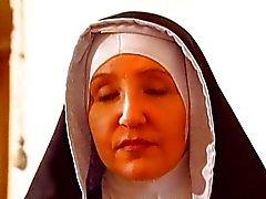 Suore Perverse in un convento di clausura