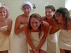 Porkys - Voyeur gloryhole shower scene (solo meisjes )