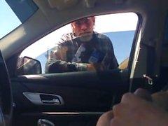 Guy Homeless Relógios Stud Cum em Seat de motorista