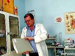 Mature vet kut Ruzena gyno speculum kliniek examen bizzare