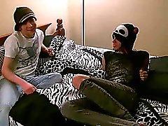 Guilherme engana ao redor com de Tyler de cutie magricela até que ele