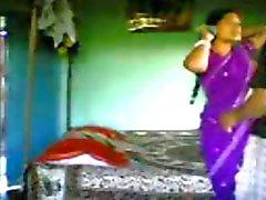 Indische Bengaalse sekswerker 100percent seks met klant