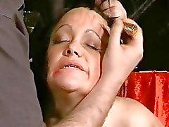 Äldre slaveslut Chinas brutala BDSM och extremer