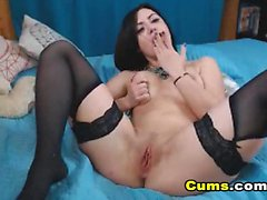 Pretty Hot Babe Toying her Tight Ass on Cam