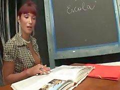 Красивая учителем TS сосала и отсасывает ученика