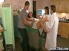 Una mamada de Nurse Ana Marie de calmarlo