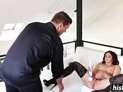 MILF squirts everywhere while getting fucked