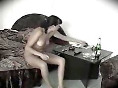 Meine Mutter nackt in einem Hotelzimmer