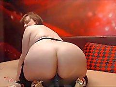 Mogna bbw i STORT ASS rides dildo på webcam