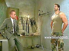 Tyler käyttää BDSM sähkön ja Vince