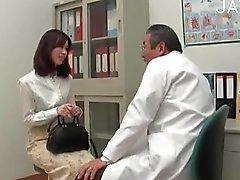 Chick trigueno visitan a un doctor