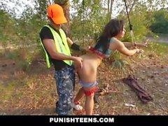 PunishTeens - Tummaihoinen Teen Tasan menevät , rangaista ja nai sisään The Forest