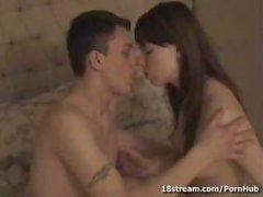 Joven pareja Horny, Zoya y de Juan ganan la primera película porno