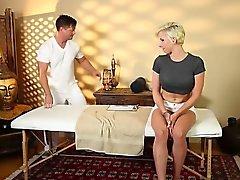 Mycket svårt Bubbelbad för snygg masseur