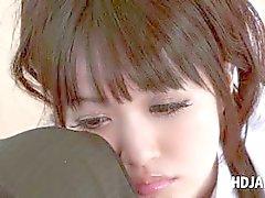 Asiatisk söt schoolgirl retas craving kuk i POV stil
