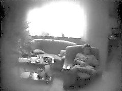 Spycam attiré de ma mère masturber dans séjour