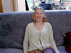 Ебля мою жену на диване