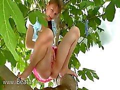 Namorada 20yo peening das árvores