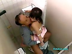 Nurse With Chattes Poilues Monte sur Coq patient dans la toilette
