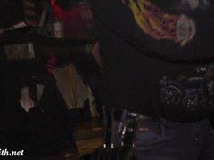 Jeny Smith chica desnuda en un bar y en el escenario