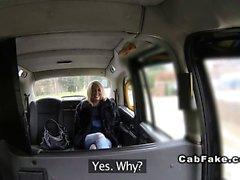Tettona bbw inglese sfondare nella in taxi