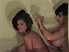 Babes Links boob del quota enorme di bath